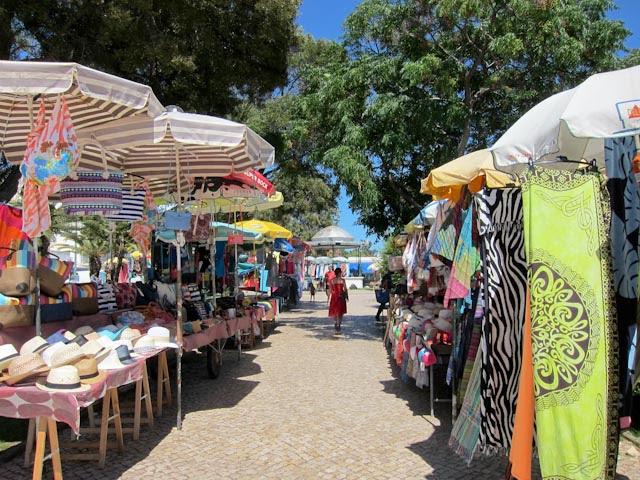 Mercado en el Jardim dos Pescadores